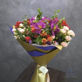 Сборный букет из альстромерий, кустовой розы, лимониума