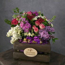 цветочный подарок с конфетами