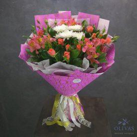 букет из веточной розы, хризанетмы и альстромерии