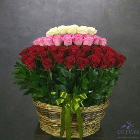 корзина из 115 красных, розовых и белых роз