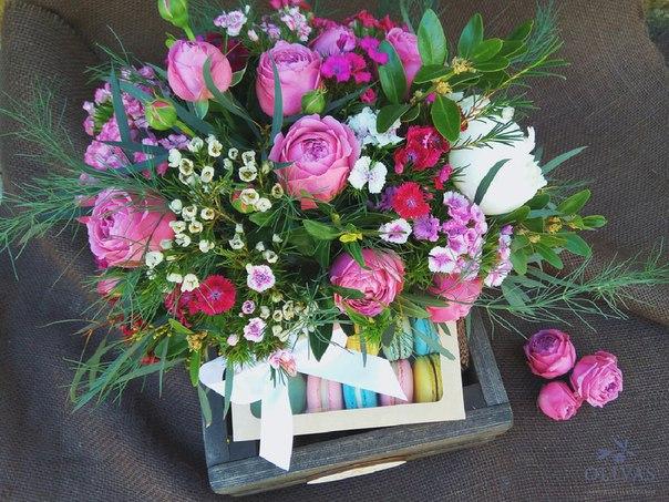 цветочный подарок с макаруни