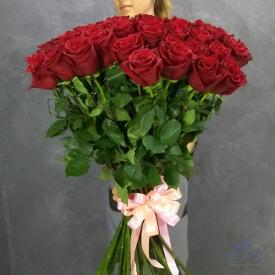 букет из высоких бордовых роз