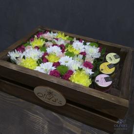 цветочная композиция в деревянном ящике