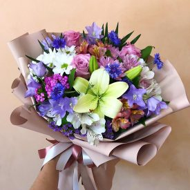 букет из сезонных цветов