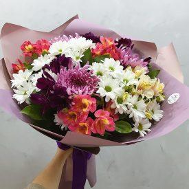 охапка крымских цветов