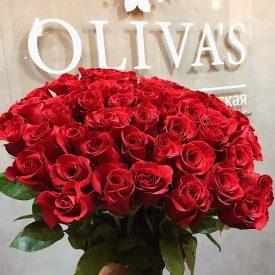 эффектный букет из красных роз