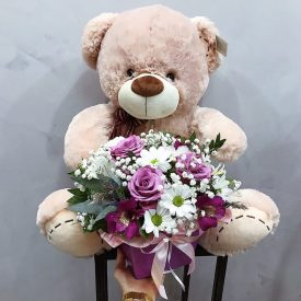 игрушка и цветы