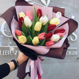 стильный букет тюльпанов