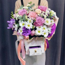 нежный ящик с цветами