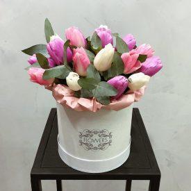 шляпная коробка с тюльпанми оливас