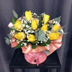 яркая коробочка с тюльпанами феодосия