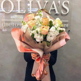 букет из пионовидных роз и матиолы цветы оливас феодосия