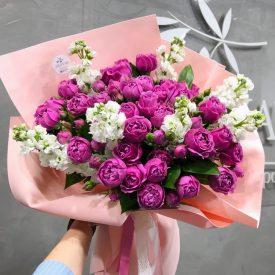 Букет из шикарных пионовидных кустовых роз