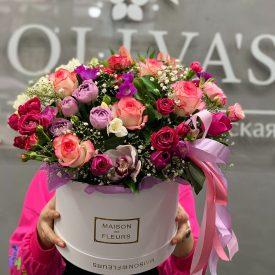 Стильная коробка из цветов в розовых тонах