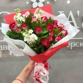 букет кустовых роз цветы феодосия